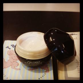 Super-de-luxe Shiseido